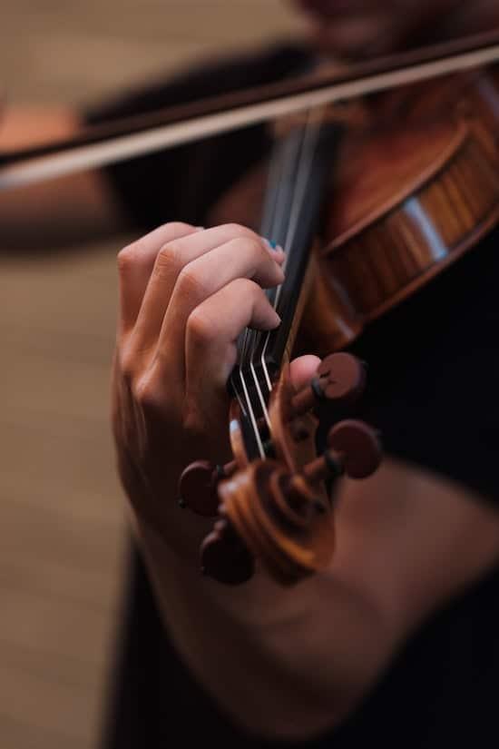 Violist playing the violin.